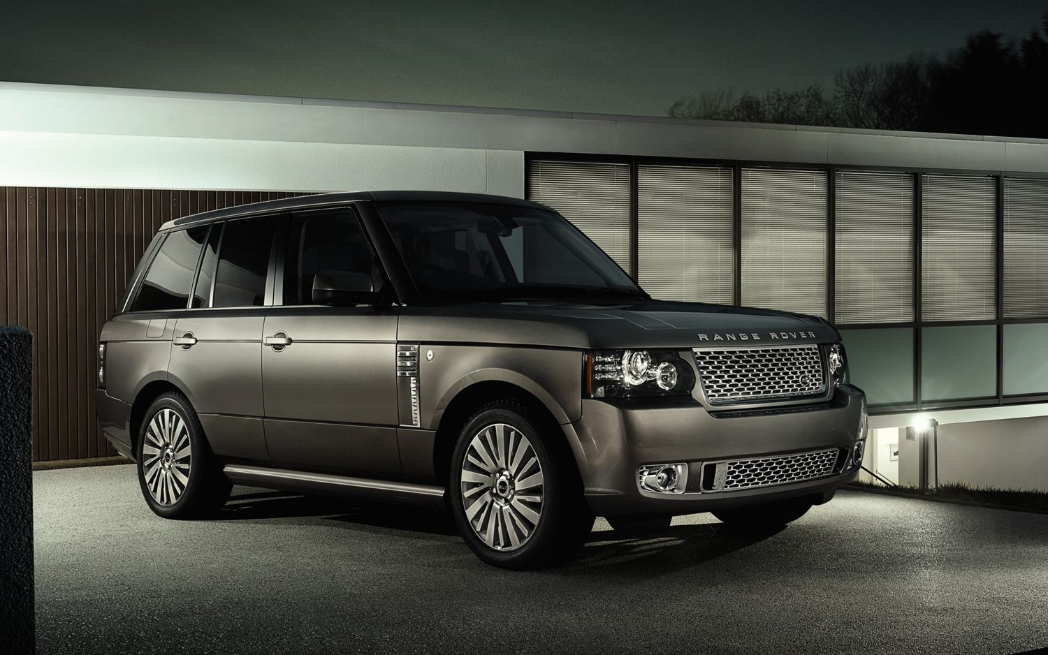 2012 Land Rover Range Rover Autobiography Ultimate Front Three Quarters View1