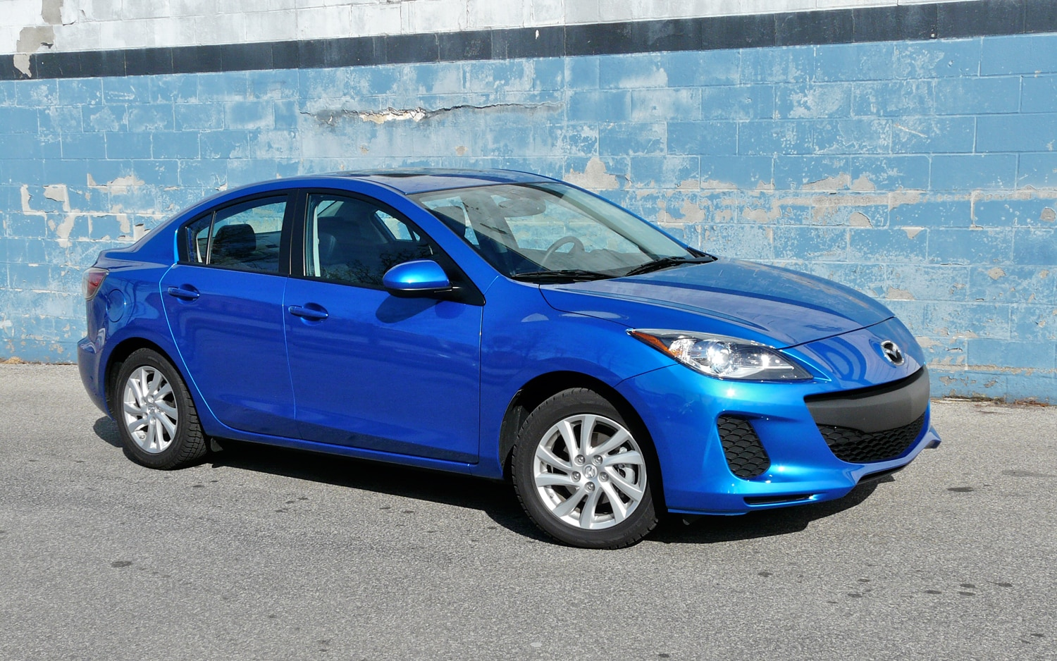 2012 Mazda3 Right Side View 21