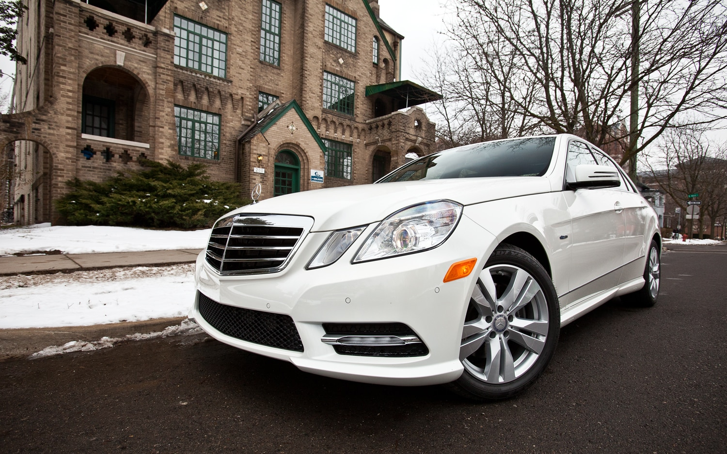 2012 Mercedes Benz E350 BlueTEC Front Left Side View 21