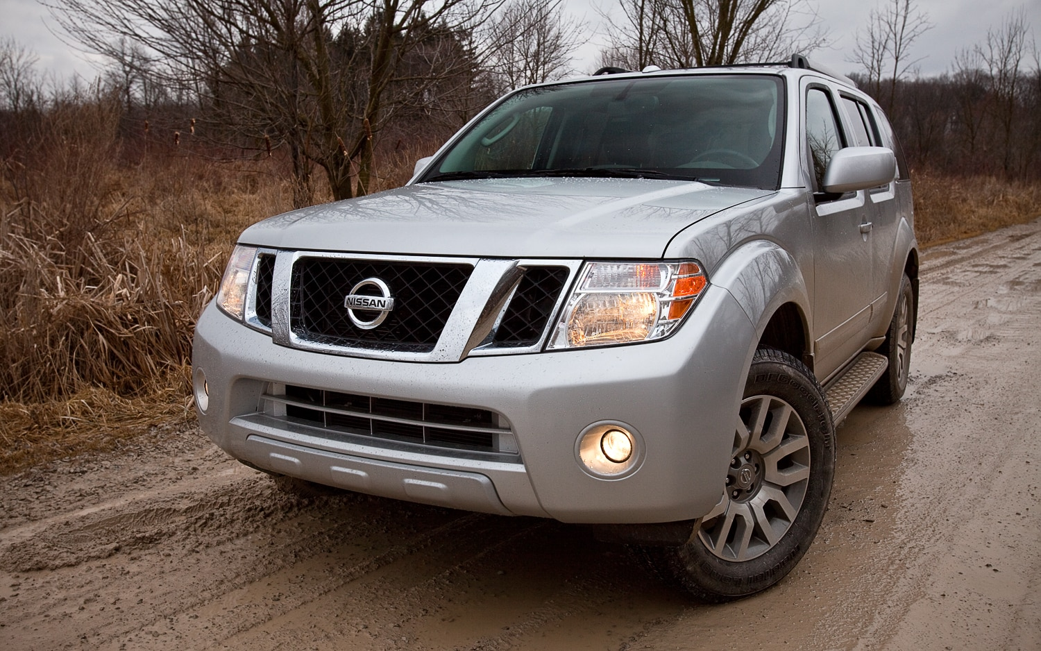 2012 Nissan Pathfinder LE 4x4 Front Left View1