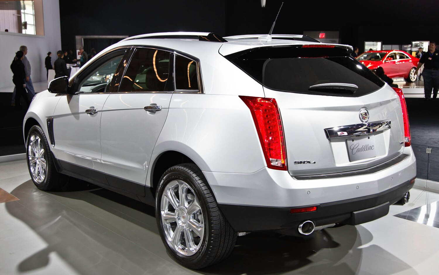 2013 Cadillac SRX Rear Three Quarters1