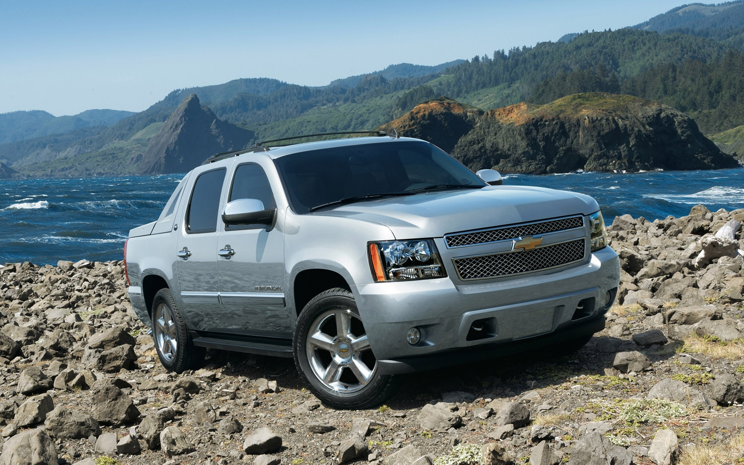 2013 Chevrolet Avalanche Black Diamond Front Three Quarter1