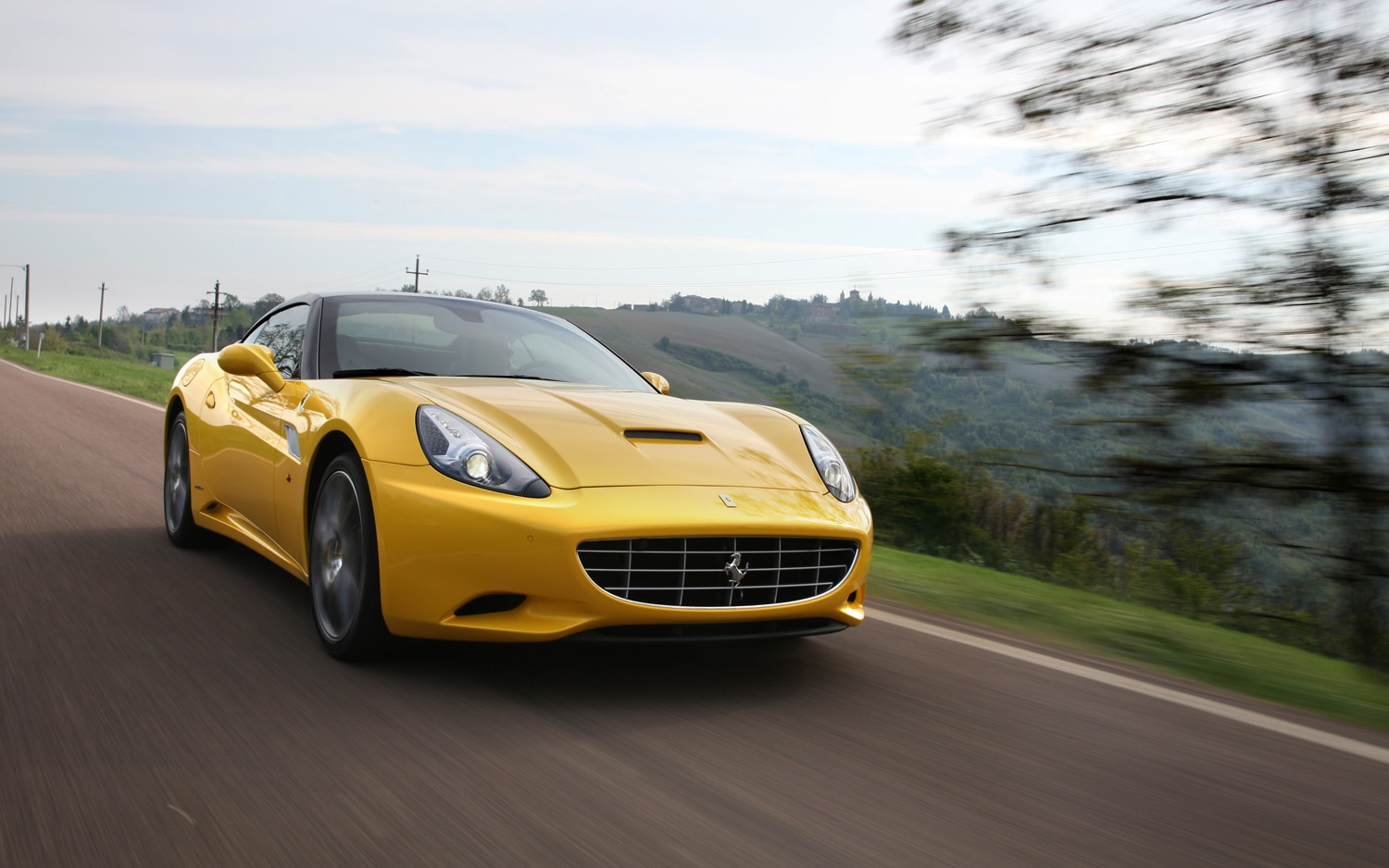 2013 Ferrari California Front In Motion1