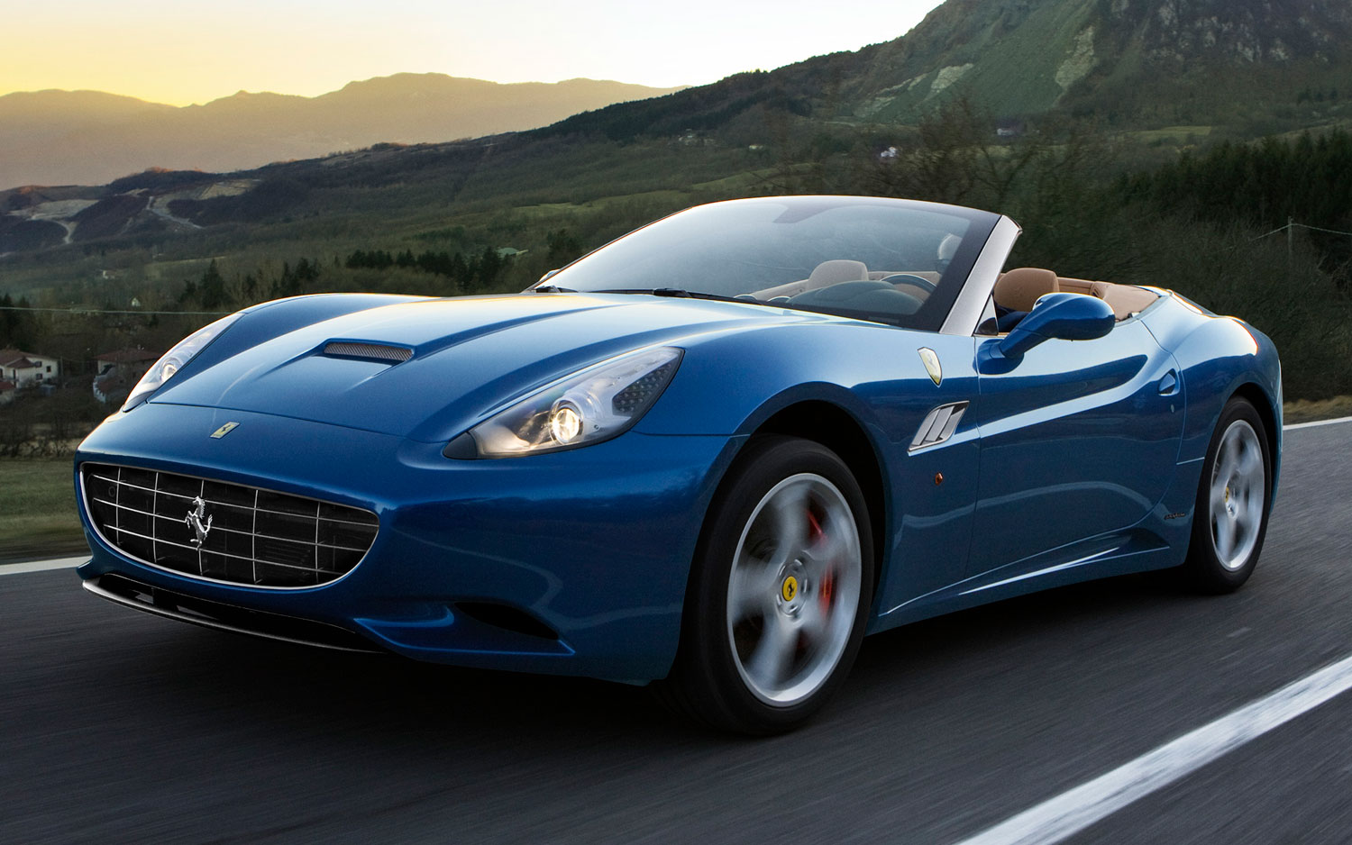 2013 Ferrari California Front Three Quarters View1