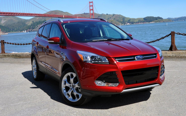 2013 Ford Escape Front Three Quarter21