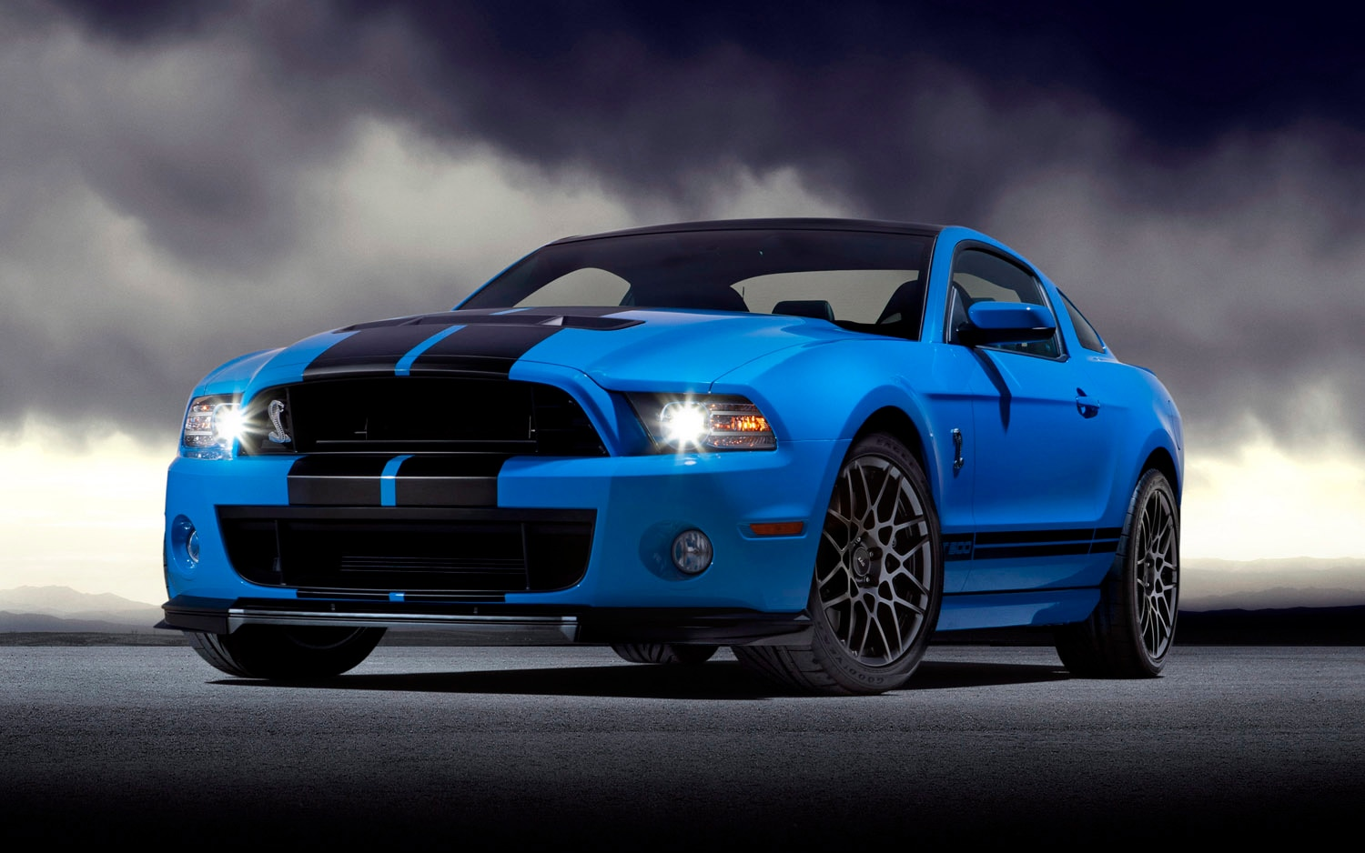 2013 Ford Shelby GT500 Front Three Quarter11