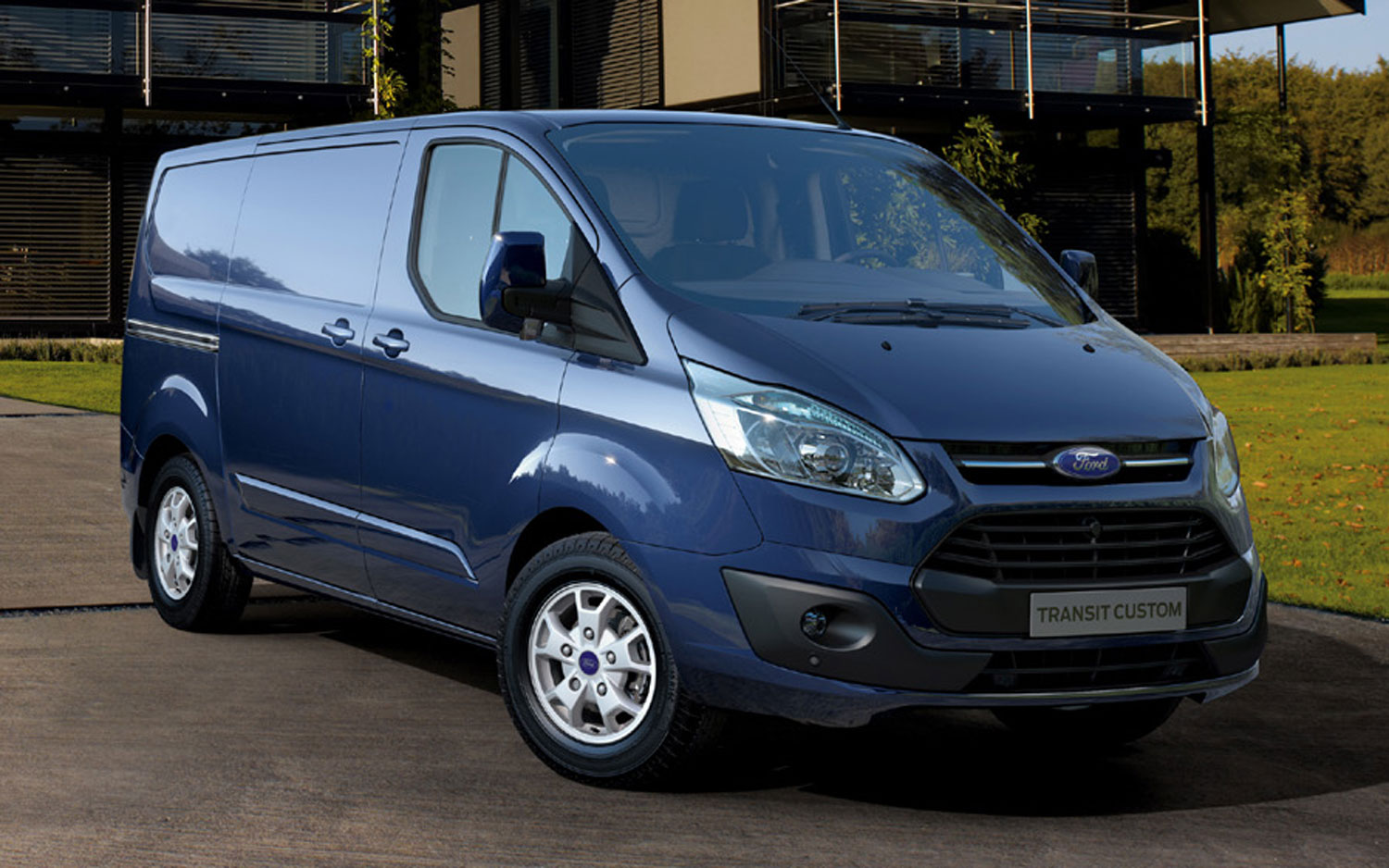 2013 Ford Transit Custom Cargo Van Front Three Quarters View1