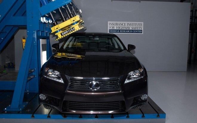2013 Lexus GS350 IIHS Roof Crush Test1 660x413