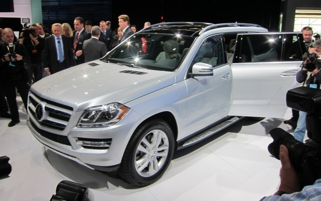 2013 Mercedes Benz GL Class Front Three Quarter11 660x413
