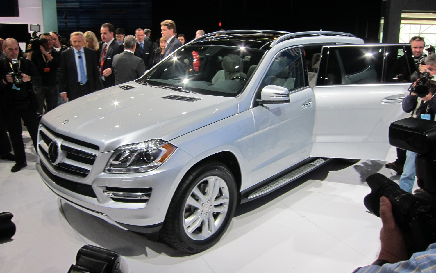 2013 Mercedes Benz GL Class Front Three Quarter11