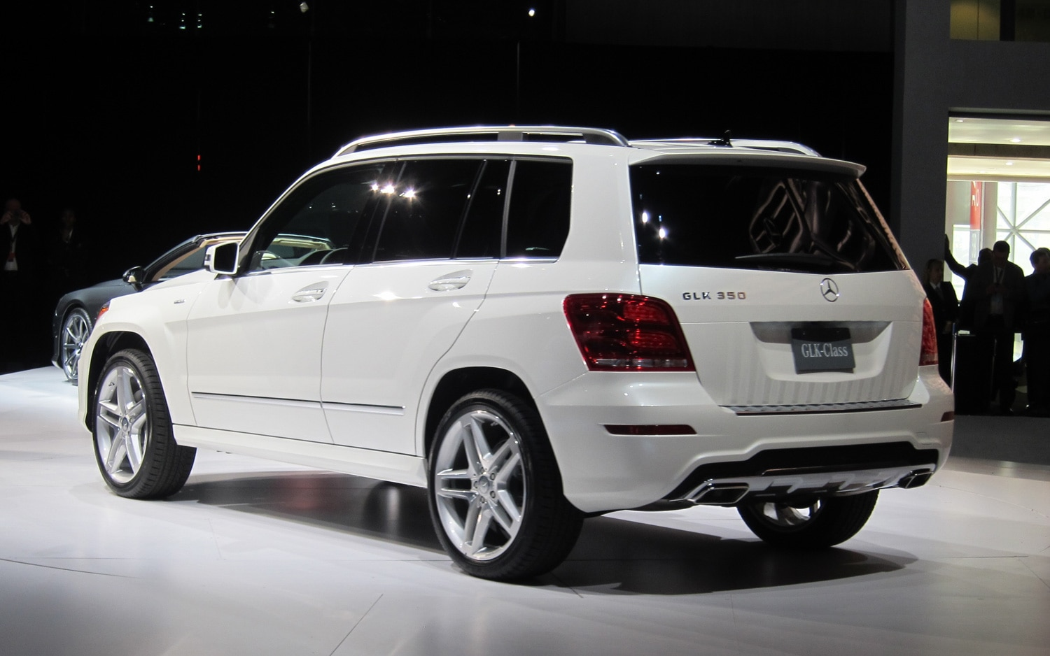 New york 2012 mercedes benz refreshes glk class adds for 2012 mercedes benz glk class