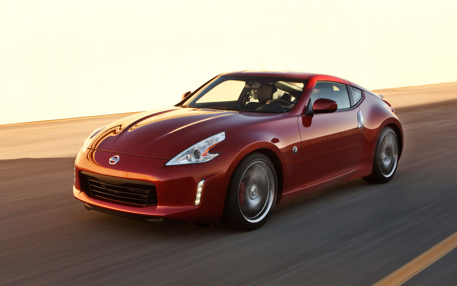 2013 Nissan 370Z Front Three Quarters1