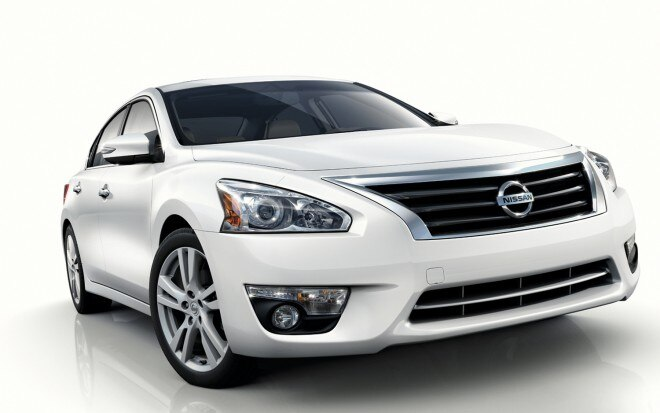 2013 Nissan Altima Front Three Quarter21 660x413