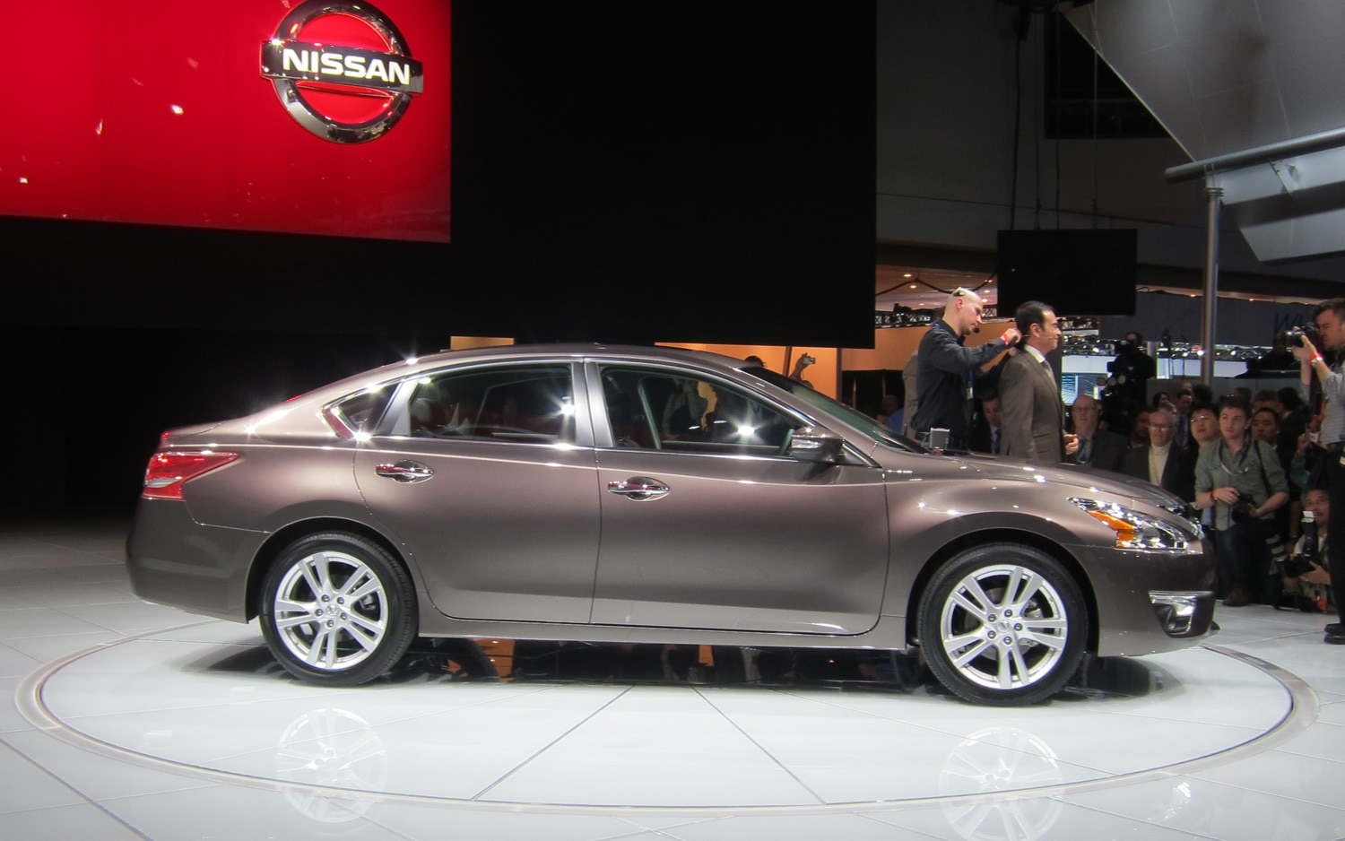new york 2012 2013 nissan altima gets new design 38 mpg. Black Bedroom Furniture Sets. Home Design Ideas
