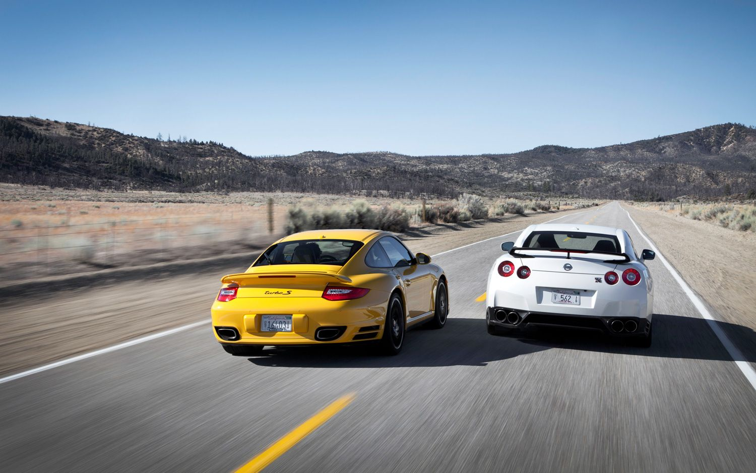 feature flick watch a nissan gt r drag race a porsche 911 turbo s. Black Bedroom Furniture Sets. Home Design Ideas