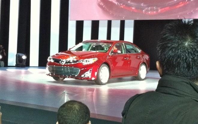 2013 Toyota Avalon Front Three Quarter Live1 660x413