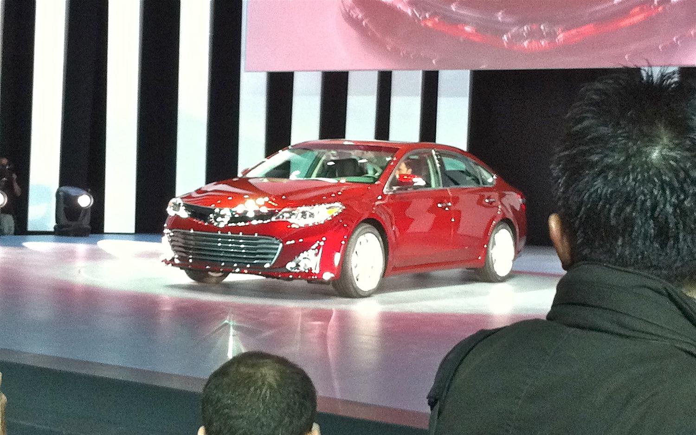 2013 Toyota Avalon Front Three Quarter Live1
