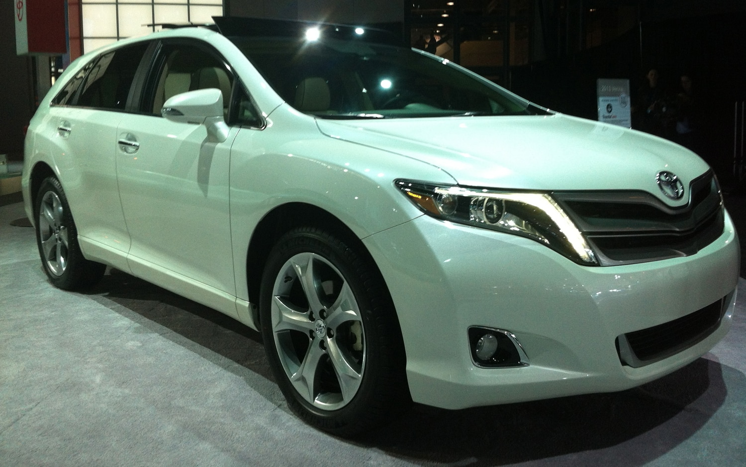 2013 Toyota Venza Front Three Quarter Live1