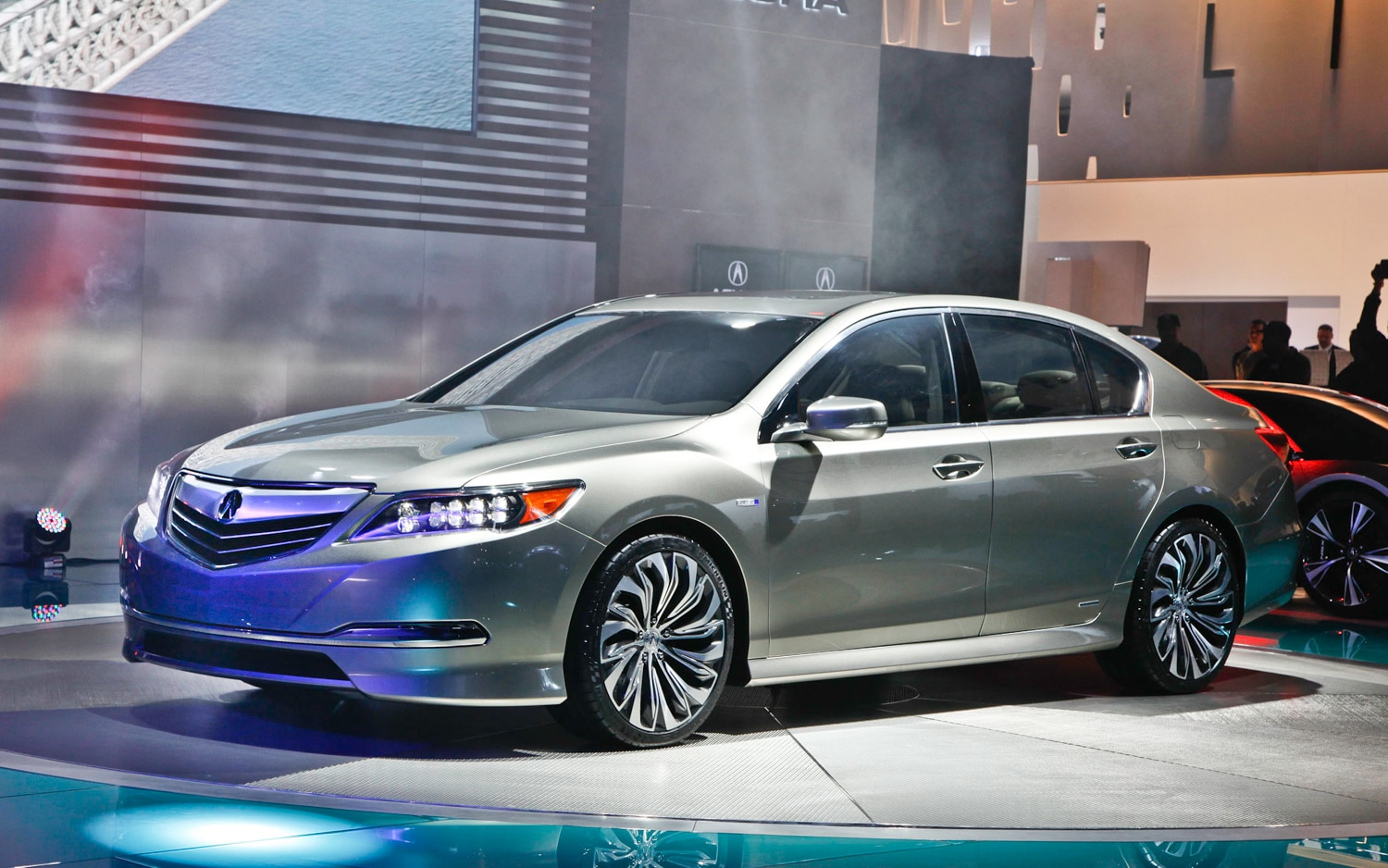 2013 Acura RLX Front Left Side View1