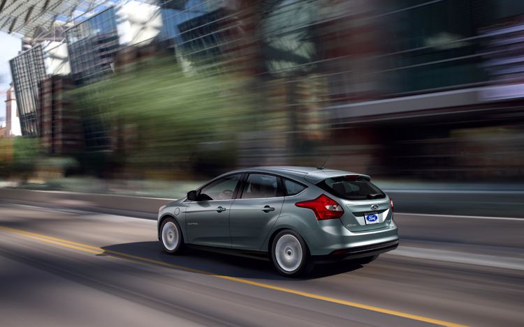2013 Ford Focus Electric Rear Three Quarters Driver1