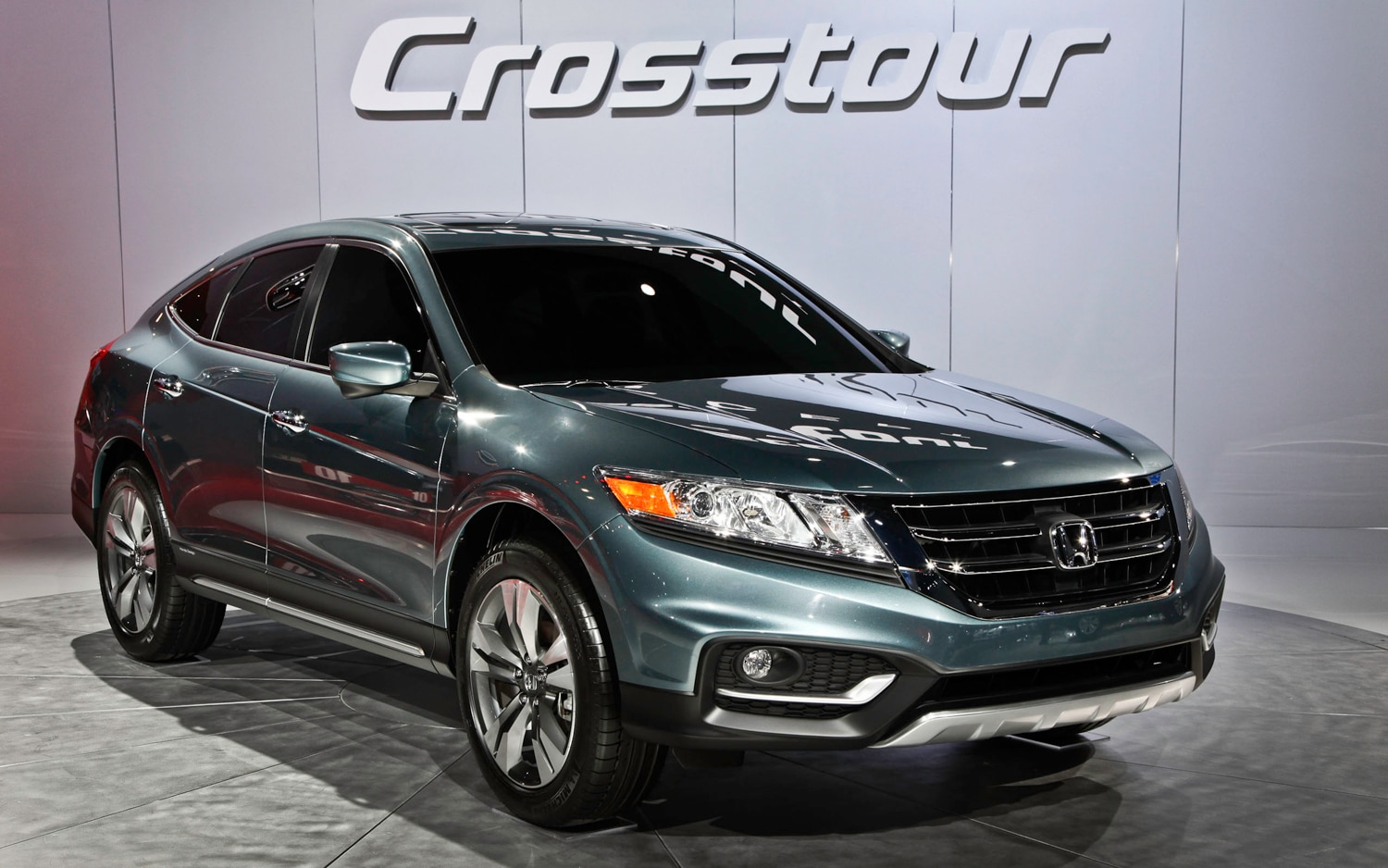 first look 2013 honda crosstour concept automobile magazine. Black Bedroom Furniture Sets. Home Design Ideas