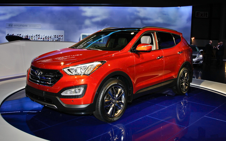 2013 Hyundai Santa Fe Front Left View1