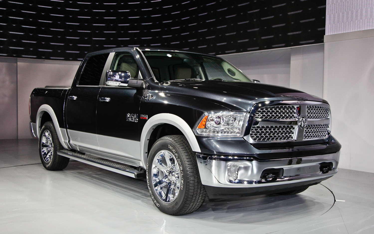 2013 Ram 1500 Front Right View1