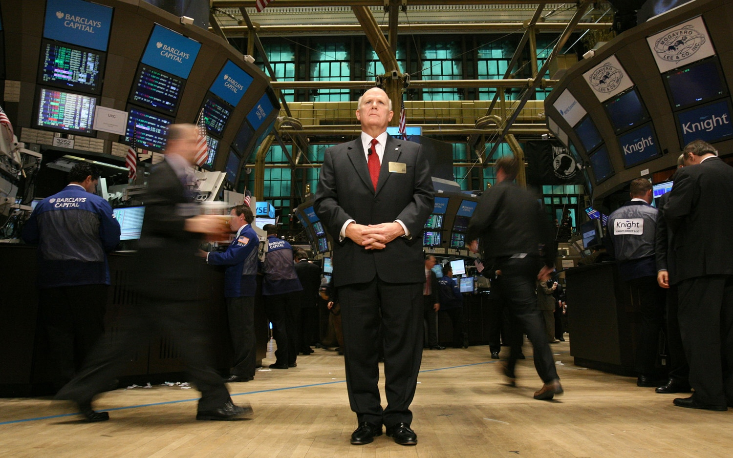 GM CEO Dan Akerson In New York Stock Exchange11