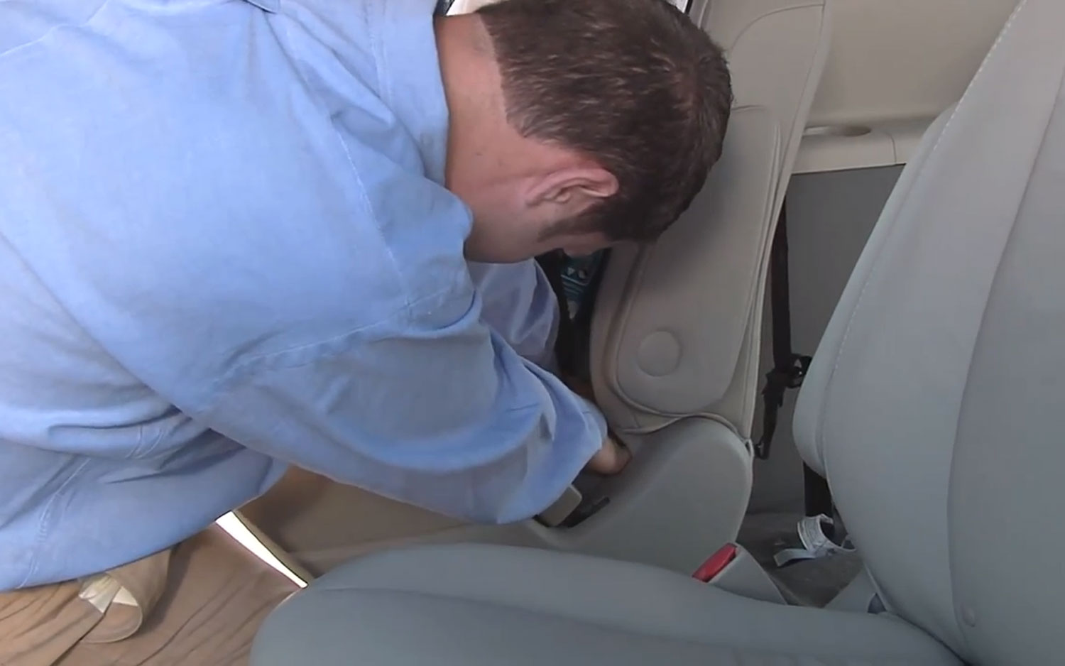IIHS Child Safety Seat Install 21