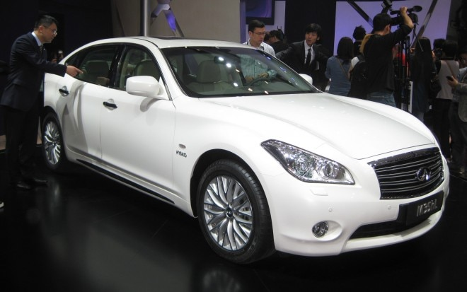 Infiniti M35hL Front Three Quarter1 660x413