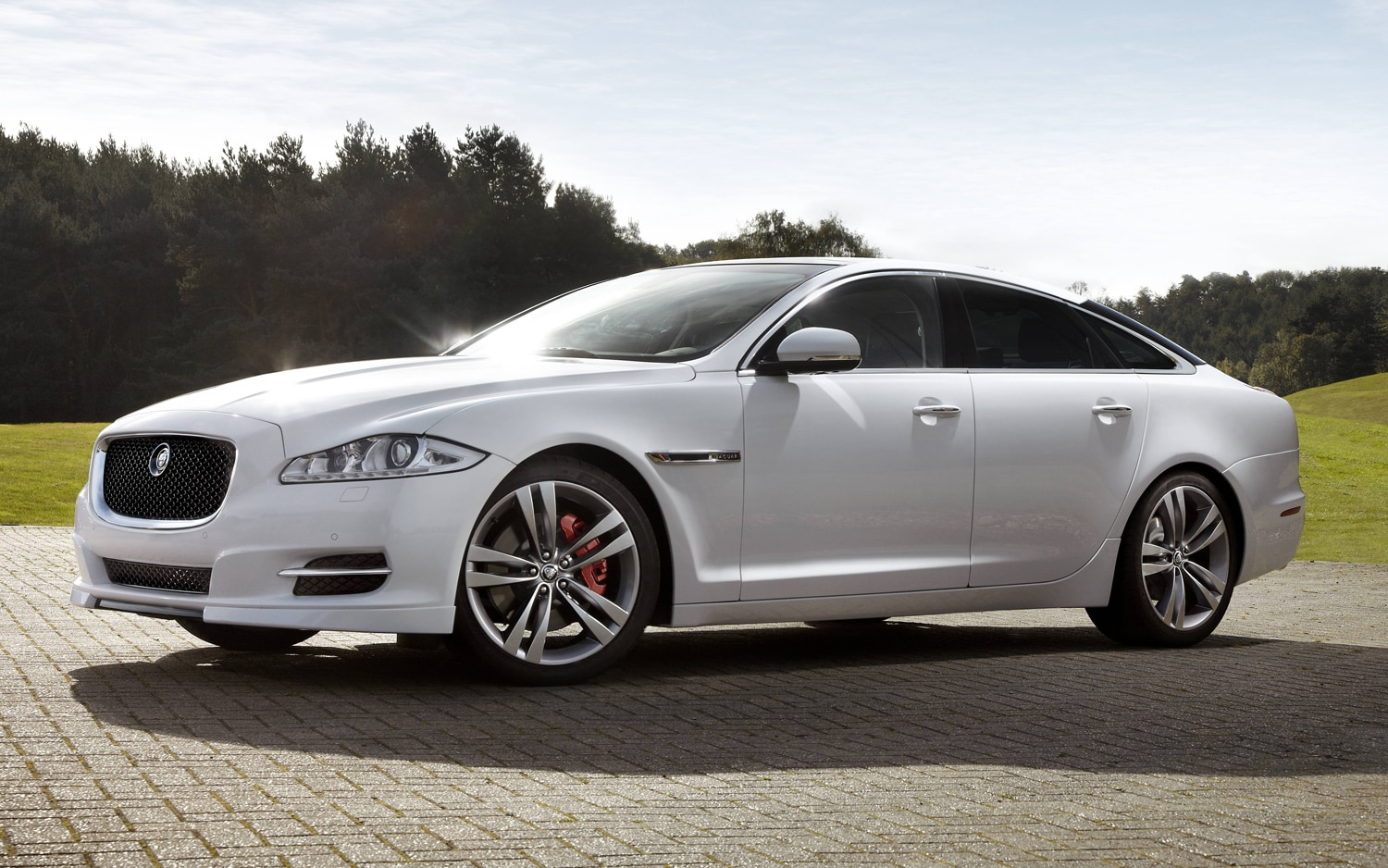 Jaguar XJ With Sport Pack Front Three Quarter1