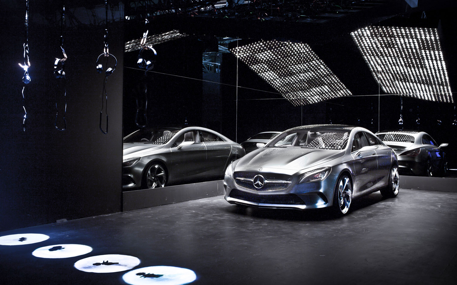 Mercedes benz showcases concept style coupe at los angeles for Mercedes benz dealer los angeles