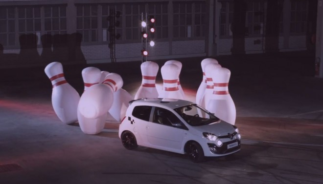 Renault Twingo RS Knocks Bowling Pins Over1 660x377
