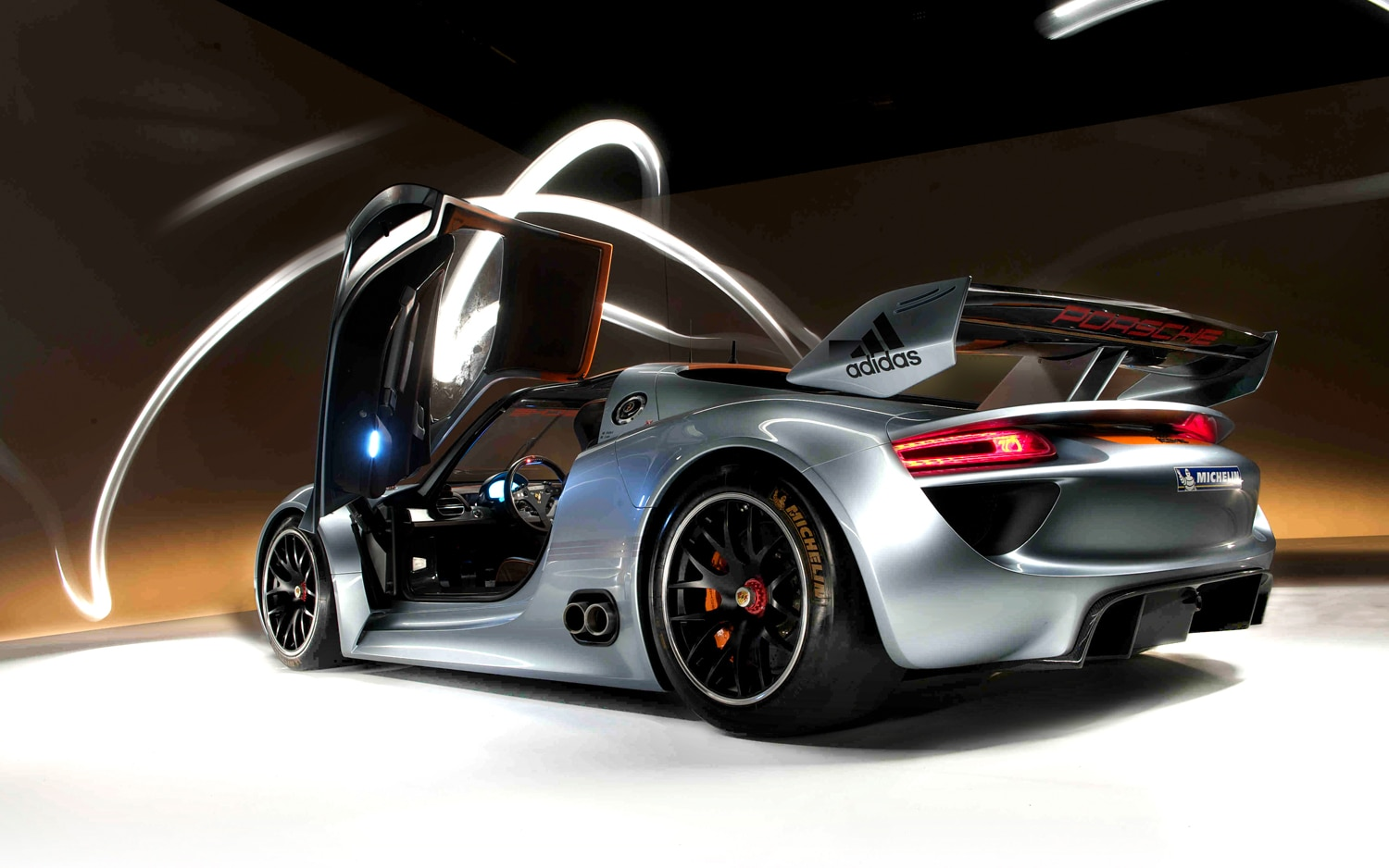 Porsche 918 Spyder Rear Left View1