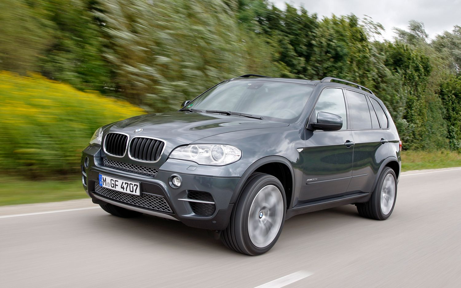 2012 BMW X5 Front Three Quarters In Motion 21