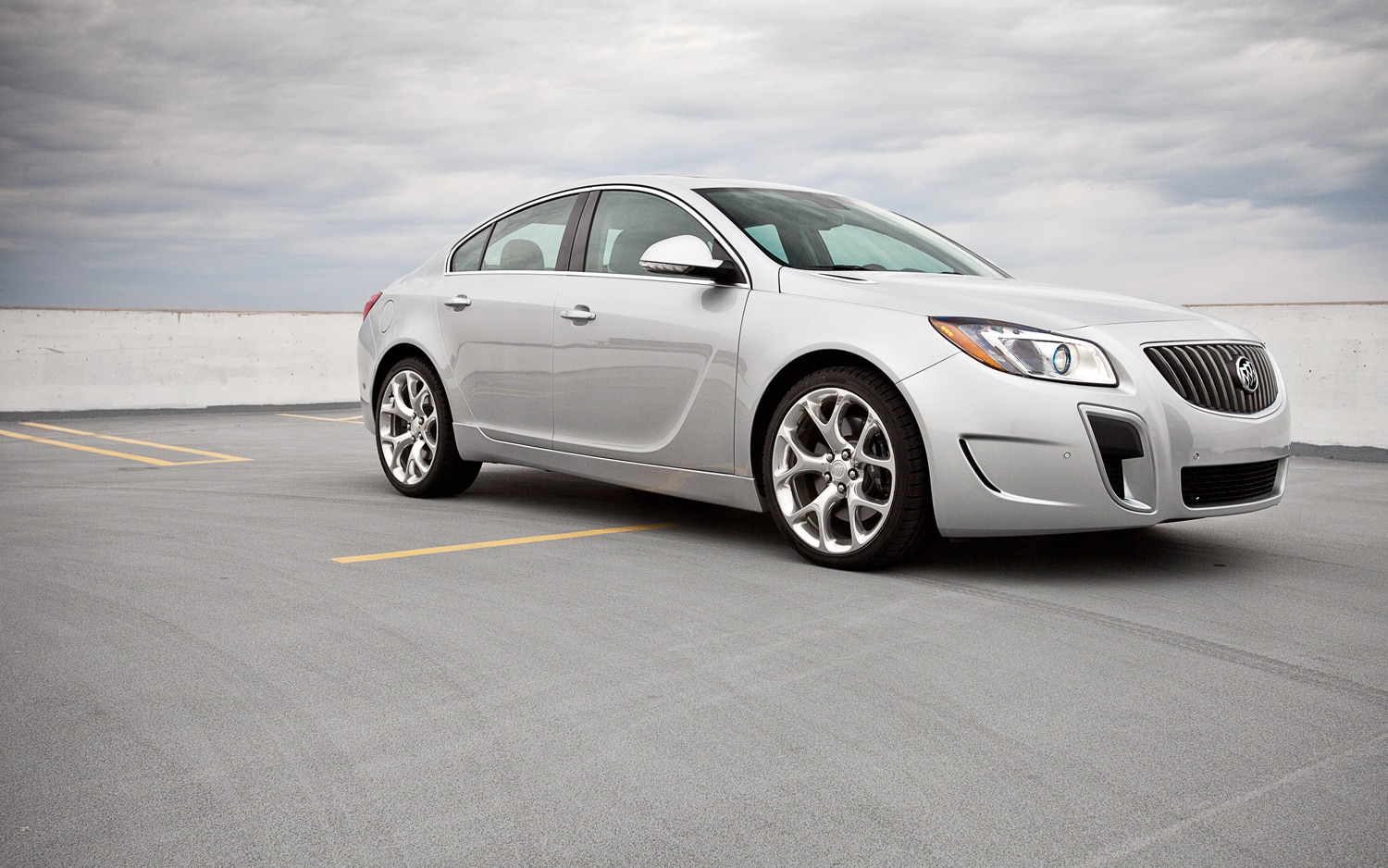 2012 Buick Regal GS Front Right Side View1