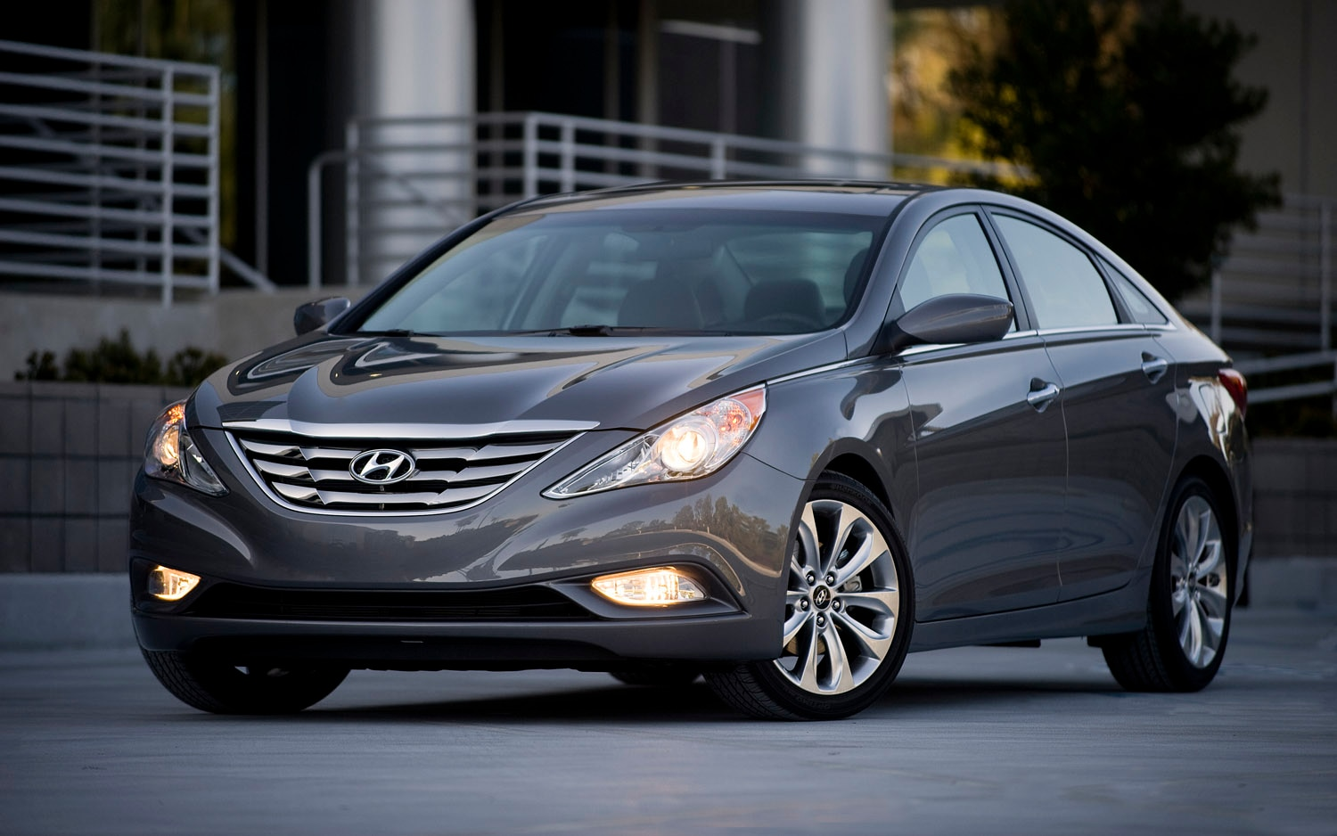 2012 Hyundai Sonata Front Three Quarter1