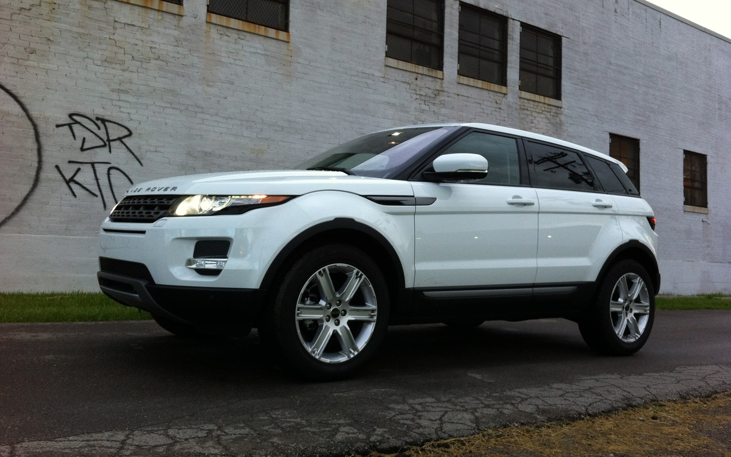 2012 Land Rover Range Rover Evoque Front Left Side View1