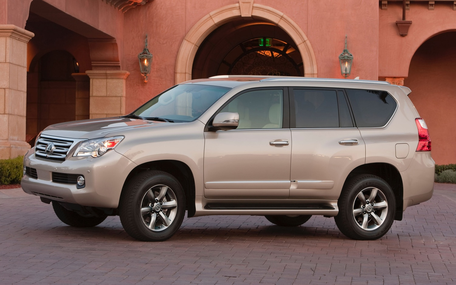 report lexus considering unibody gx turbocharged engines. Black Bedroom Furniture Sets. Home Design Ideas