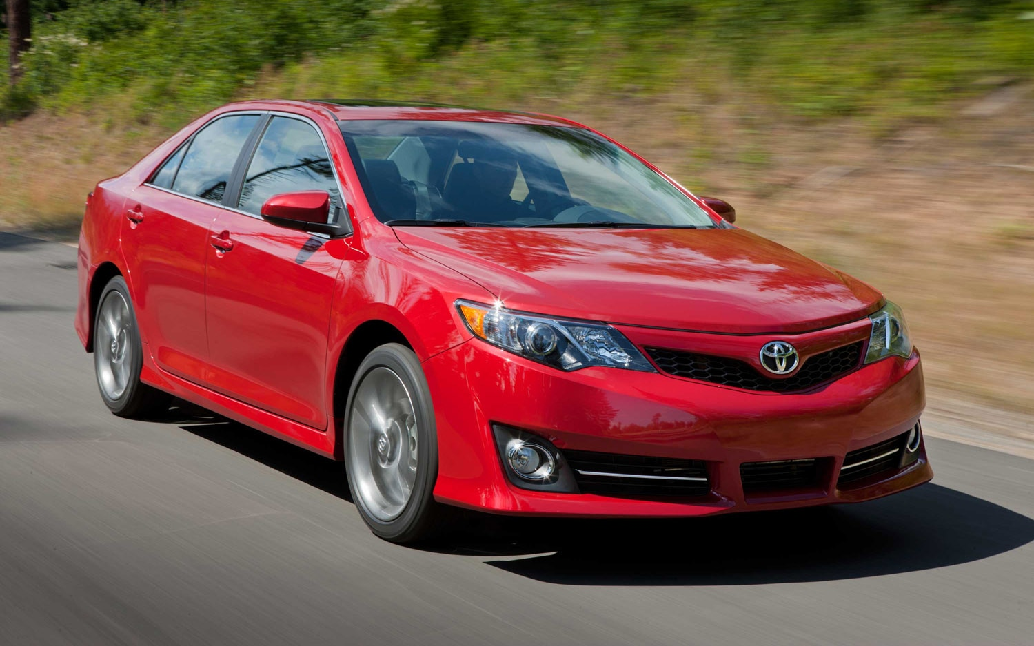 2012 Toyota Camry Front Three Quarter Motion1