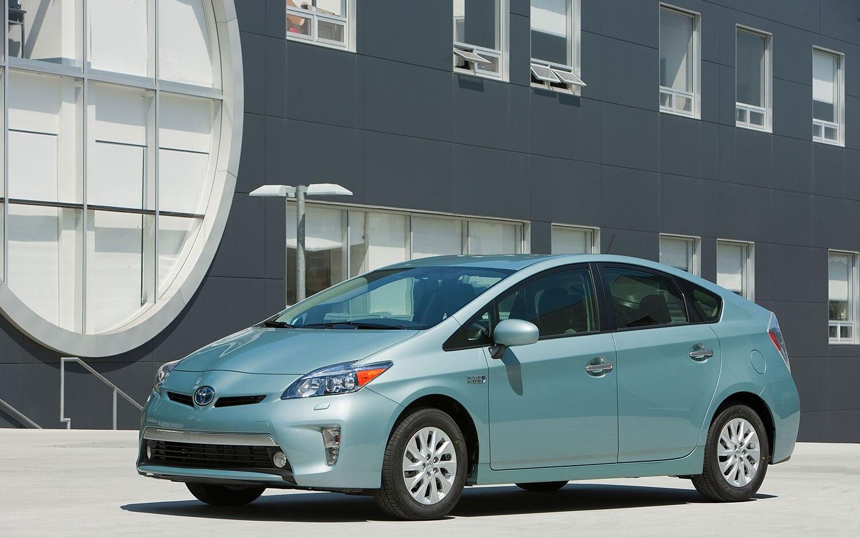 2012 Toyota Prius Plug In Front Three Quarter1