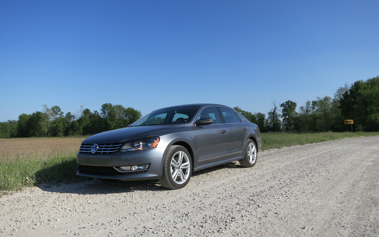 2012 Volkswagen Passat SE TDI Front Left Side View1