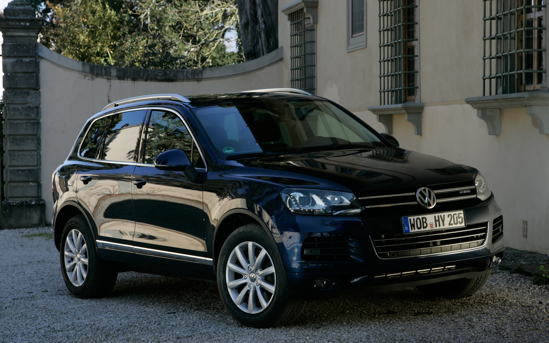 2012 Volkswagen Touareg Front Three Quarter1
