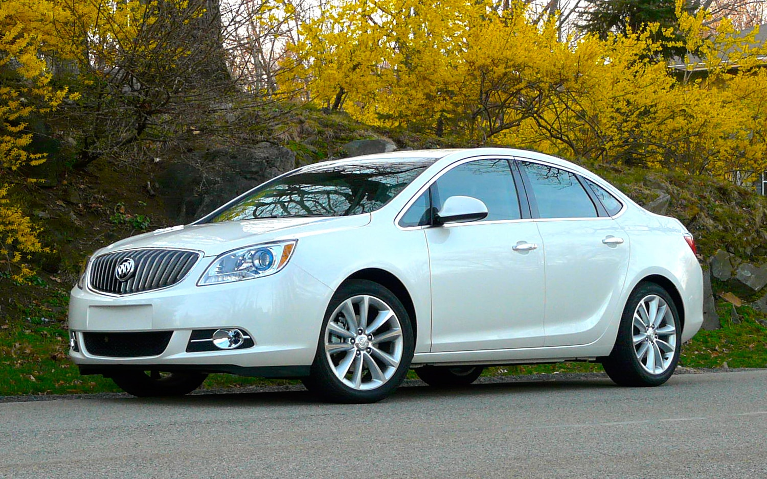 2012 Buick Verano Front Left Side View2