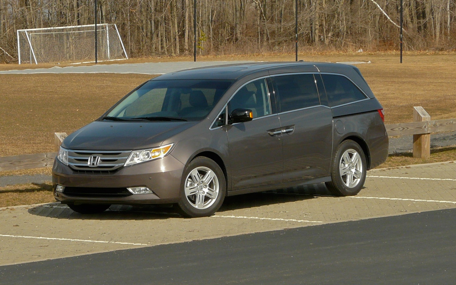 2012 Honda Odyssey Touring Elite Front Left View1