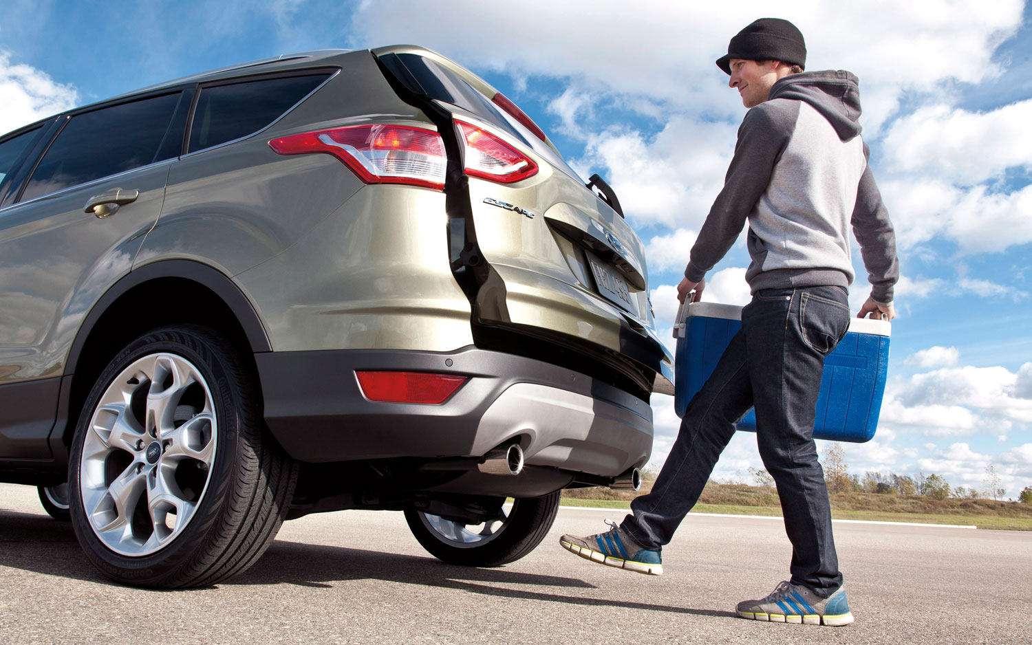 2013 Ford Escape Tailgate Opening With Kick Motion1