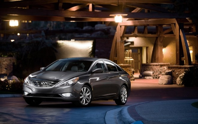 2013 Hyundai Sonata Front Three Quarter1 660x413
