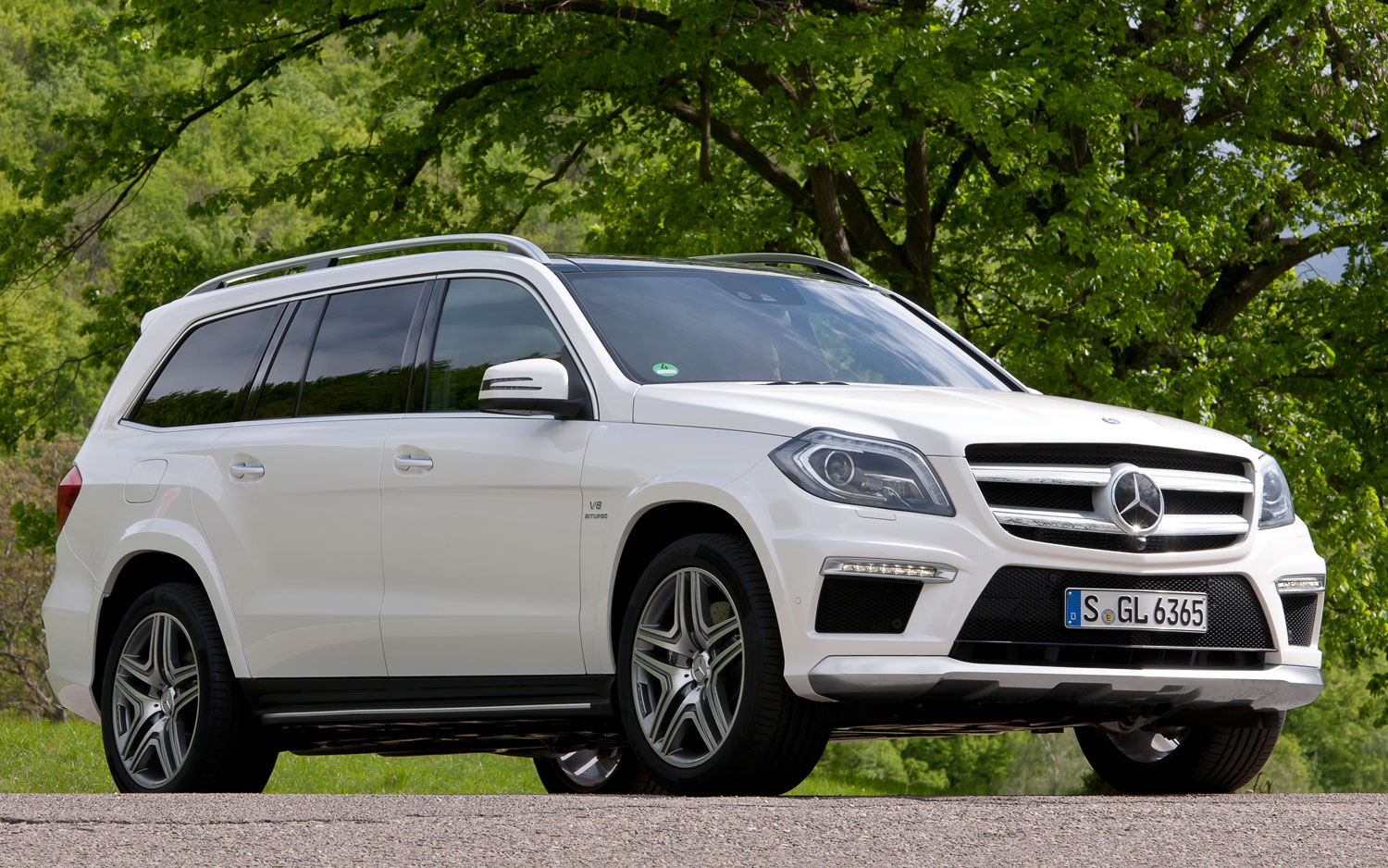 2013 Mercedes Benz GL63 AMG Front Three Quarters View 21