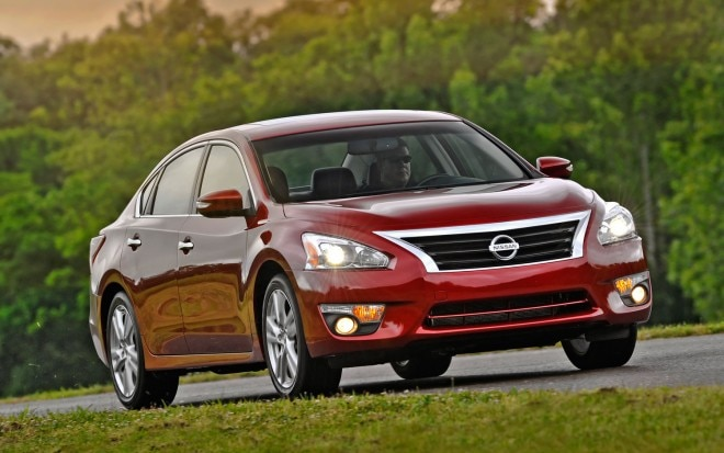 2013 Nissan Altima Right Front Motion 211 660x413