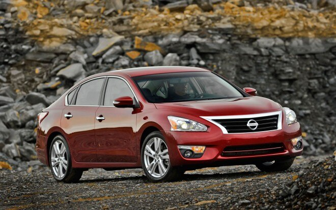 2013 Nissan Altima Right Front Static 21 660x413